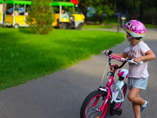 Conseils pour apprendre à son bébé à faire du vélo